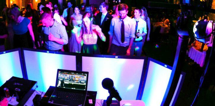 DJ czy zespół – kto lepiej zadba o muzykę na weselu?